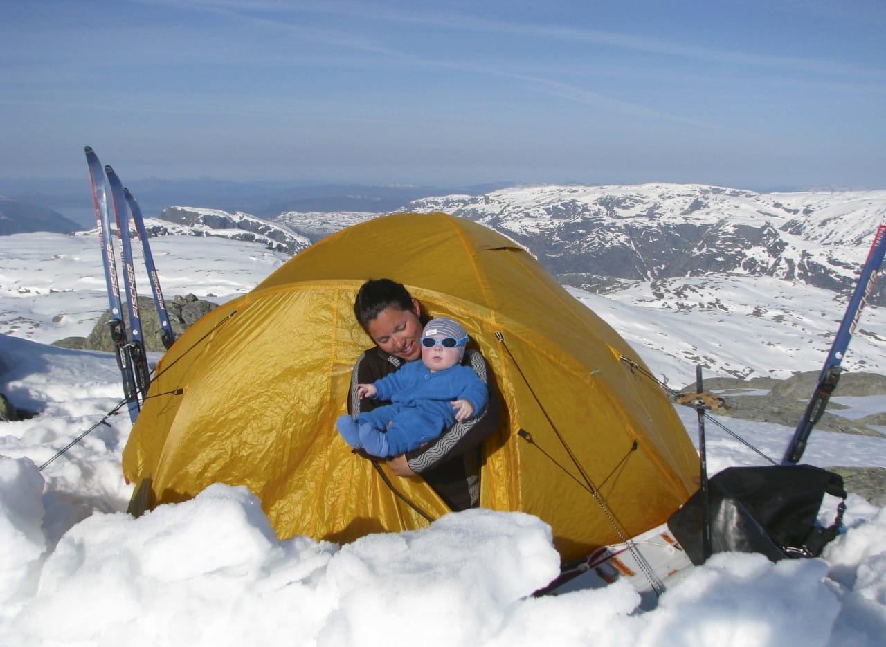 FØRSTE TELTTUR: Tristan Cuypers var rett over fem måneder på sin første telttur.