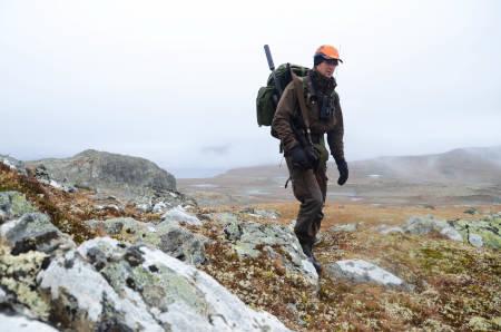 Under årets jakt har Robert foreløpig skutt fem reinsdyr. – Vi må jo nesten fylle fryseren i år, det blir jo eksklusiv vare etterhvert, smiler han.