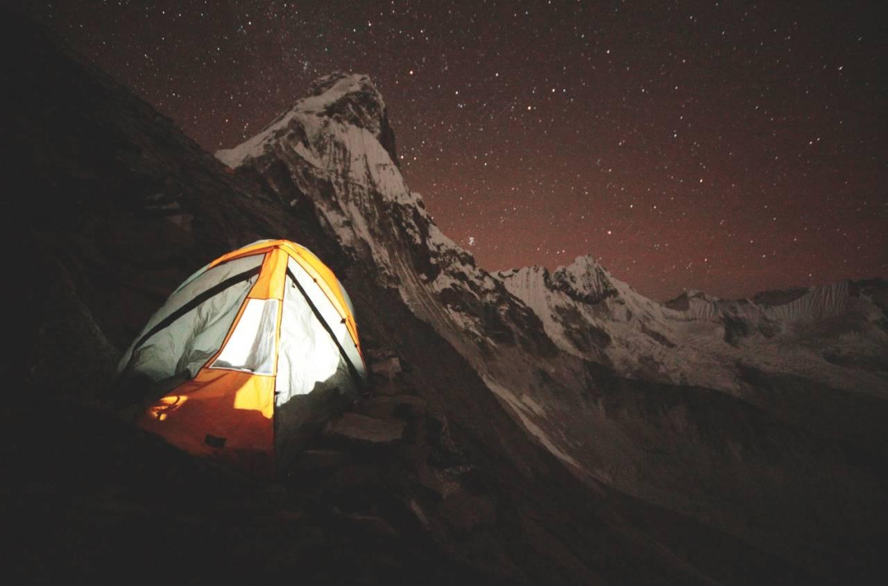 AMA DABLAM: På vei til Ama Dablam får du stjernehimmelen tett på det som blir kalt verdens vakreste fjell. Foto: Matti Bernitz Pedersen