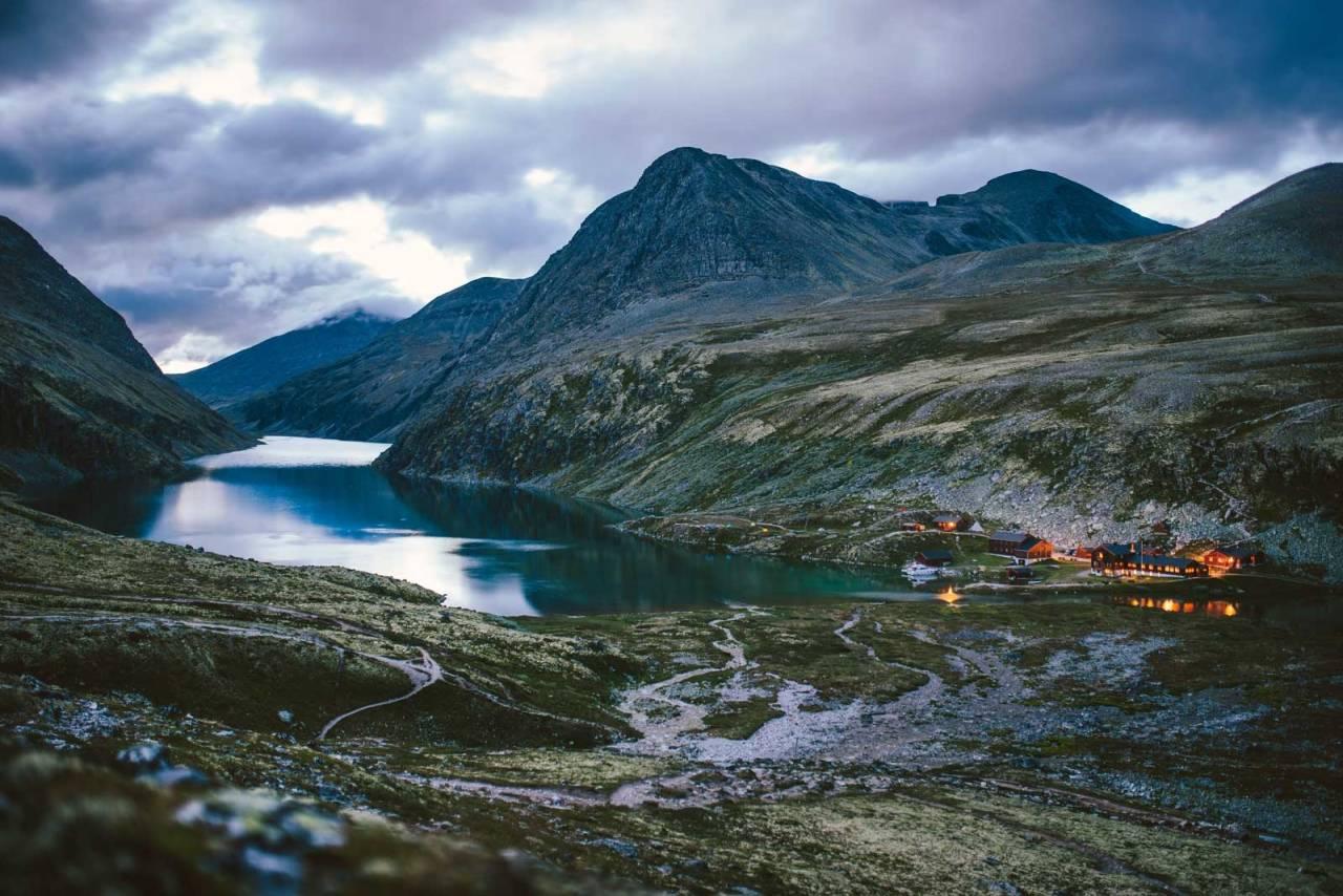 TURISTMÅL: Rondvassbu er en av de mest besøkte hyttene i Rondane. Foto: Marius Dalseg/DNT