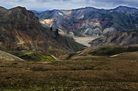 Vakre fjellformasjoner langs Laugavegur, mellom Landmannalaugar og Hrafntinnusker.