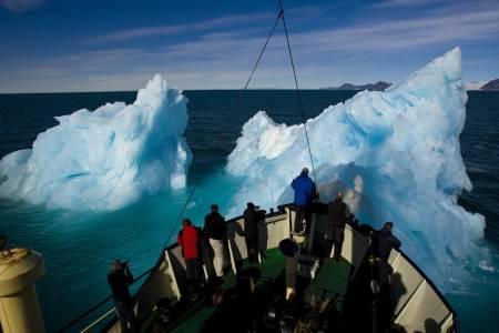 ISFJELL: Bare 20 prosent er synlig over overflaten.