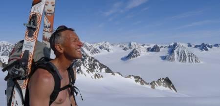 PÅ TOPP: Toppturkjendis og guidebokforfatter Espen Nordahl koste seg på Svalbard-tur i fjor.