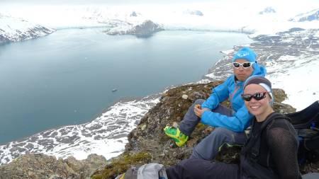 VÅRLIG: Pause på vei opp til en av de lite trafikkerte på Svalbard.