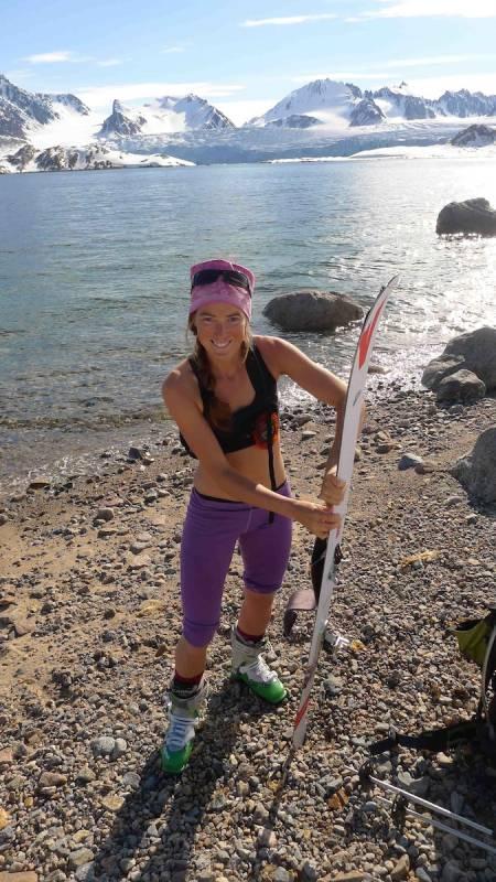 PÅSKESTEMNING: Ekspedisjonsleder Vera Simonsson vet å kle seg etter forholdene.