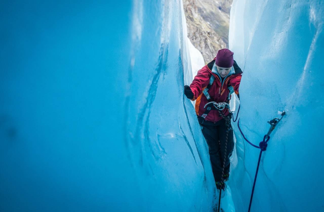 SOMMERSPESIAL: Å tre inn i en verden av blåis, er høyt hevet over hverdagen for de aller fleste. Foto: Marte Stensland Jørgensen