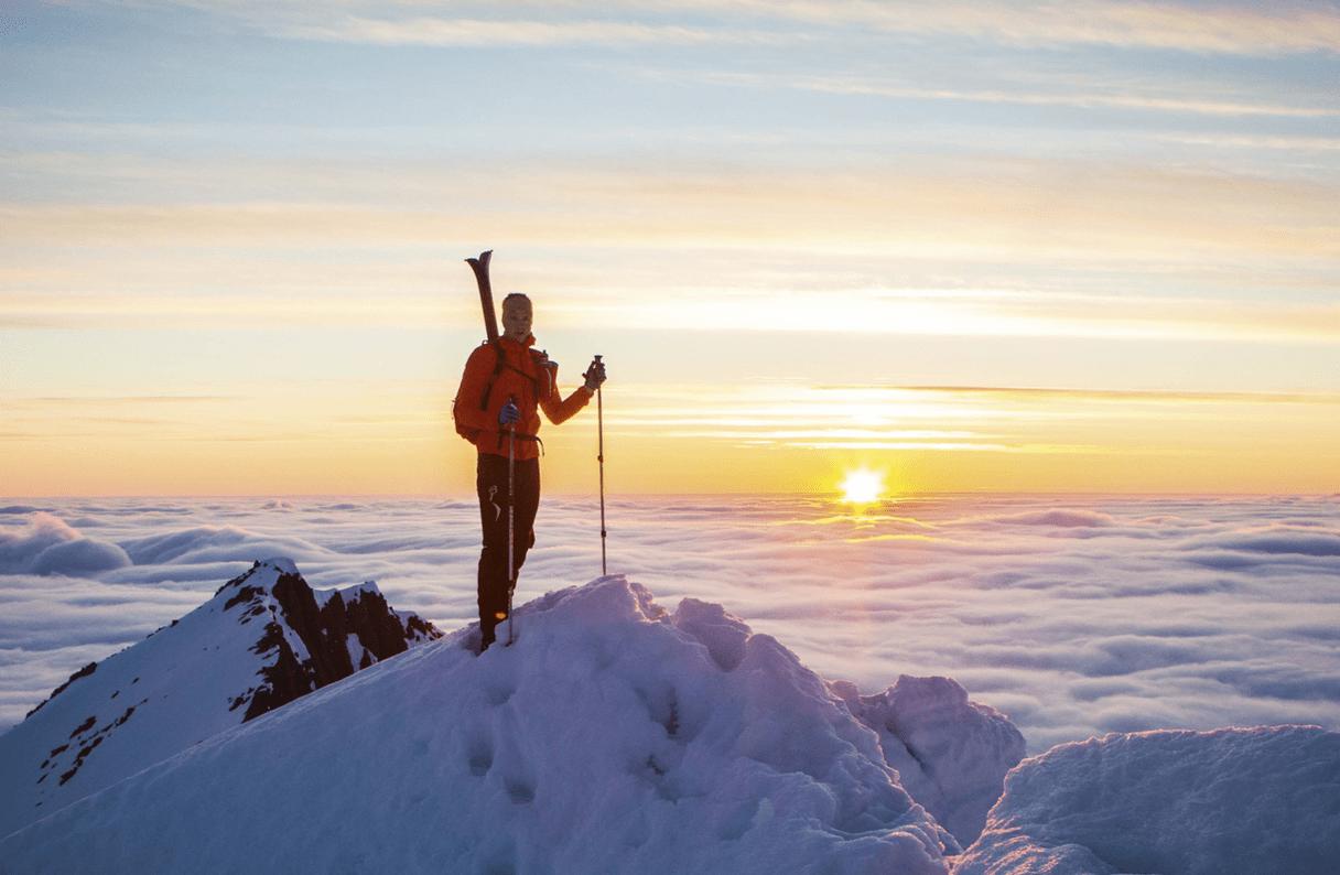 SAUDEHORNET: Et av nær fjellene til Håvard Myklebust, der rekorden hans opp er på underkant av 53 minutter – fra en tur som i utgangspunktet var en fototur med fire kilo utstyr i sekken – til den 1303 meter høye toppen. – Jeg rakk både solnedgang og pers med noen minutters margin, forteller han. Foto: Selvportrett