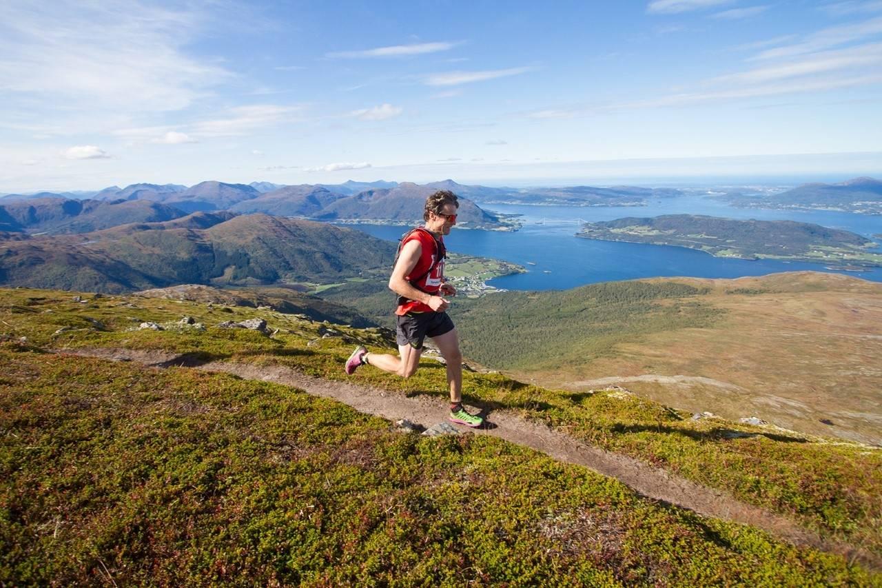 FJELLØP I TORVIKBUKT: Torvikbukt 6 topper er et årlig terrengløp på Nordmøre. Årets løp går av stabelen lørdag 14. september. Foto: Torvikbukt Idrettslag og Fjellhauselag