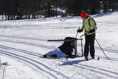 Alberto Perez Arroyo (ES) begynte å gå på ski i desember og trenger skilator for å finne balansen. Mar Oostermeijer Prat (NL) har vært en god støtte for medeleven, og finner mye inspirasjon i å gå på ski med «Ridder-gjengen» fra UWC.