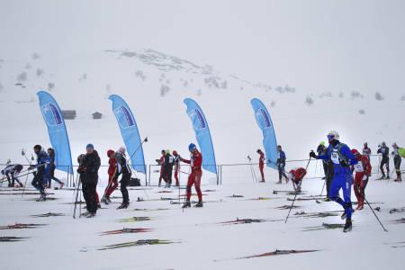 VIND I FLAGGENE: Snø, men medvind i startområdet.