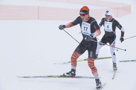 HØY FART: Løperne i teten lot seg ikke affisere av snøværet.