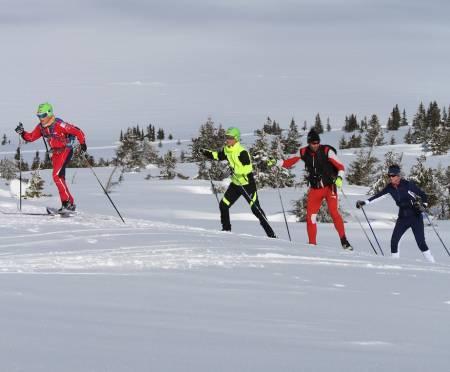 LETT DRIV: Juniorløpere i fin stil på Sjusjøen. Foto: Øyvind Wold