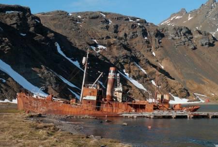 Minne fra svundne tider, en hvalfanger i Grytviken. Foto: Bjørn Riis-Johannessen