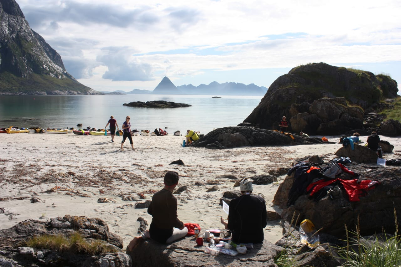 ASKR: Har du aldri opplevd Vesterålen, kan padlefestivalen ASKR være en gyllen anledning. Foto: Arctic Sea Kayak Race