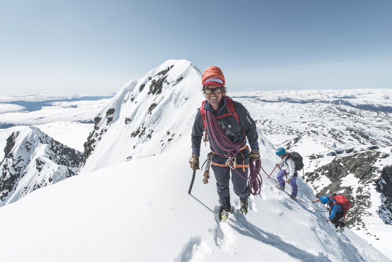 I FRONT: Ingen har flere føringsturer på Store Skagastølstind enn Jostein Aasen. Foto: Hans Kristian Krogh-Hanssen