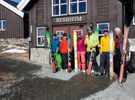 Minutter før avreise. Fra venstre: Stian Hagen, Andreas Binning, Christina Lusti, Johan Wildhagen, David Rosenbarger og Dag Inge Bakke. Foto: Christian Nerdrum