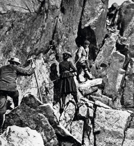 William C. Slingsby, Therese Bertheau og Berge på galleriene i 1900. Foto: George Percival Baker