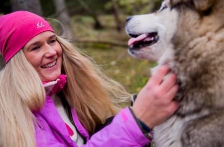 HJEMMEBANE: Monica Hundseid fra UTE besøkte henne hjemme i Vikedal. Foto: Line Hårklau
