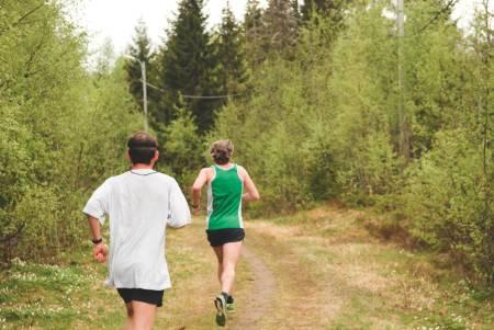 STORT NOK: Ikke noe galt om Berlin Maraton. Men det er neimen ikke noe galt å løpe på nesten gjengrodde stier, heller. Foto: Marthe Lein