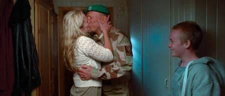 Ingar Helge Gimle spiller den hjemkomne faren og soldaten. Foto: Oskar Dahlsbakken