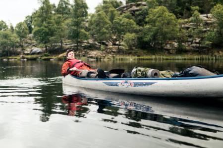 TRENER: De tre gutta har hatt mange timer med trening i kano før Alaska-turen. Her er Ivan i kano på en treningstur i Lutsivassdraget i Sandnes. Alle foto: Privat