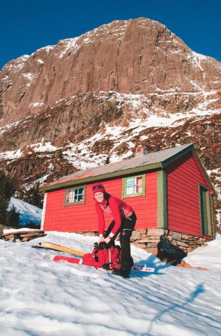 SKISTART: Kamilla Hessevik Paulsen gjør seg klar. Foto: Sandra Lappegard