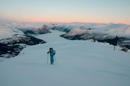 VELKOMMEN, VINTER: Endelig snø, endelig skiføre. Foto: Helge Wangberg