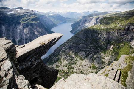 FOTOSPOT: Ifølge Huffington Post er Trolltunga en av grunnene til at Norge er det fineste sted på jord. Foto: Christian Nerdrum