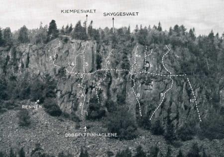 KLATRING PÅ KOLSÅS: Rutetegning av Østveggen. Fra Norsk Fjellsport 1948. Foto: Jan WIkborg