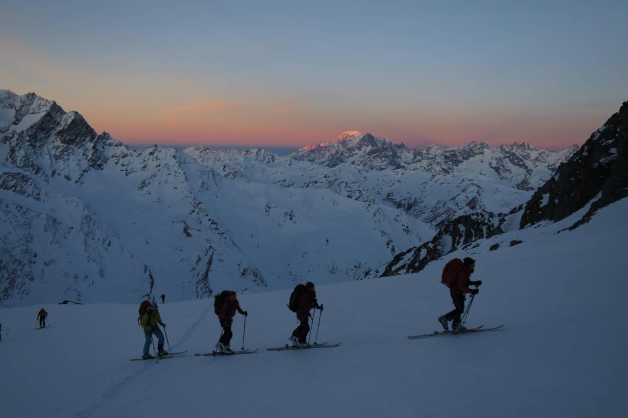 DAGEN GRYR: En god dag for ski inn og ski ut. Foto: Nils Nielsen