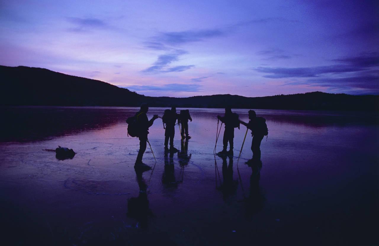 SKØYTETUR PÅ HARESTUA: En vakker morgenstund på Harestuvannet er ikke å forakte. Foto: Rolf Utgård