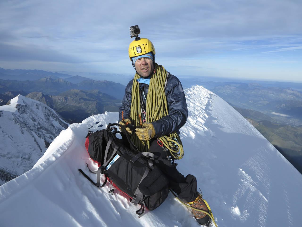 Bionassayryggen leder opp til Mont Blanc og byr på både fjellklatring og en spektakulær snørygg. Foto: Geir Moen