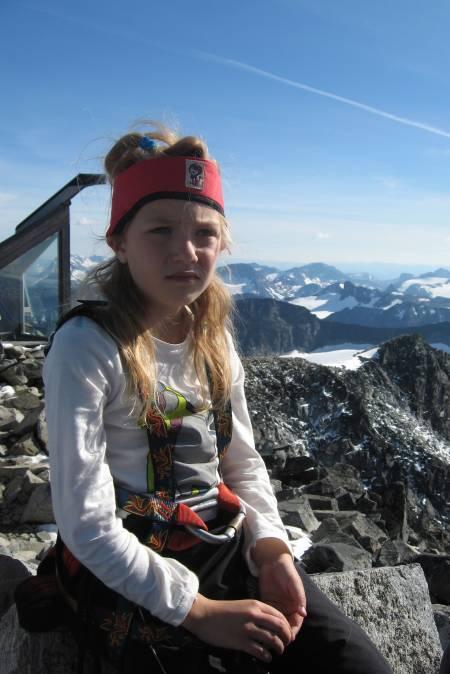 TOPPEN AV NORGE: Sliten og varm på sin første store topp, Galdhøpiggen, som 7-åring. Lite ante Michelle om eventyrene som ventet fremover i tid. Ideen med å bestige de høyeste toppene i Europa ble først klekket ut tre år senere.