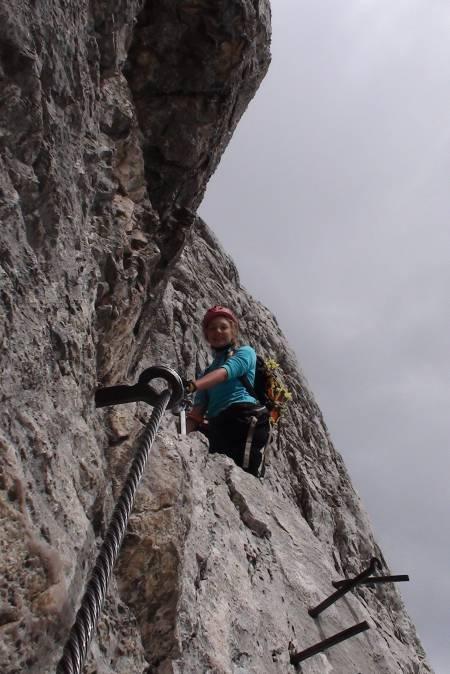 Zugspitze, Tyskland: To taubaner fører opp til toppen av Zugspitze, men vi valgte å ta den berømte klatrestien via Höllental. Kløfter, fossefall, hytter med god mat, en isbre og fjellklatring - denne ruten har alt. Og på toppen kan man kjøpe en iskald brus!