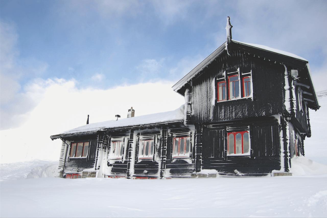 Hele Haukeliseter består av 17 bygninger, og hytta har blitt drevet av Stavanger Turistforening siden 1963. Foto: Oskar Åslund