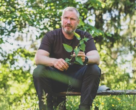 Villmarkingen-programleder Matt Skuse er like opptatt av det som er under jorda, som over. Foto: Line Hårklau