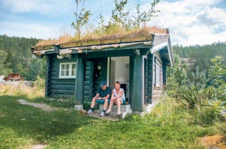BADSTUA: Håøya er den største øya i Indre Oslofjord, like nord for Drøbak. Området godt tilrettelagt for friluftsbruk. Badstua består av ett rom med en kjøkkenkrok og en køyeseng med dobbel bredde. Foto: Oslofjordens Friluftsråd