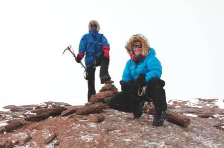 PÅ TOPPEN: To stolte venner har nådd toppen av Jøkulkyrkja.