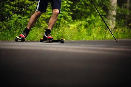 TRAMPSVING: Å bremse på rulleski, er ikke som på andre ski.