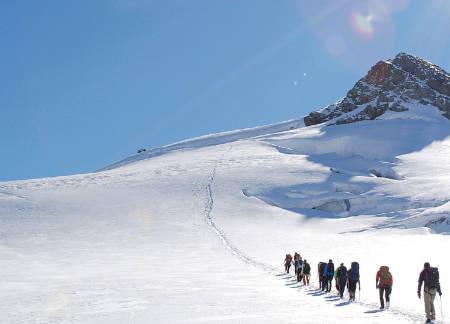 JOTUNHEIMEN: Smørstabbtindenes isbreer byr på store og spennende naturopplevelser. Foto: Per-Arne Andersen