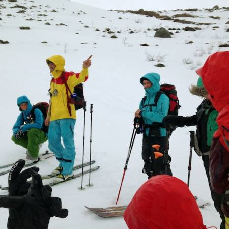 RÅDSLAG: Guide Sverre Hjelmeland har ordet.