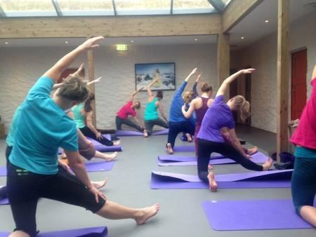 FOR ALLE: Yogaøktene er tilpasset ulik bevehgelighet og erfaring.