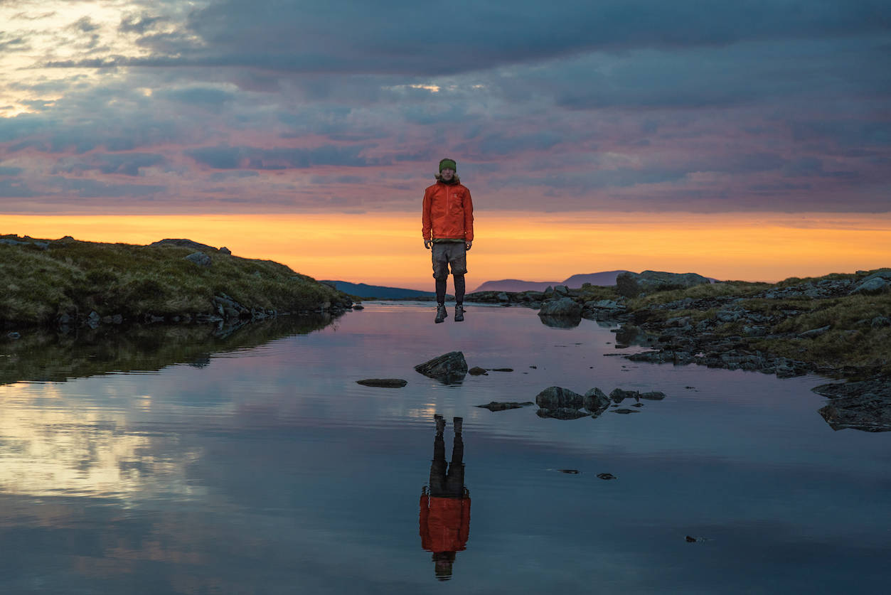 SELVPORTRETT: Stian Aadland er både motiv og fotograf av dette bildet, som også bærer coveret til UTEs høstnummer. Foto: Stian Aadland