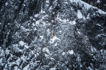 SLOGEN: Stig Helset, Åsmund Vaage og Tommi Raty i fjellsiden. Foto: Carl Jørgen Nesset