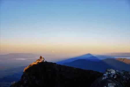 HØYT MELLOM TO HAV: For de aktive og eventyrlystne er Panamas høyeste fjell, Volcán Barú, rosinen i pølsa. Med sine 3475 meter over havet kan servere deg utsikt til både Stillehavet i sørvest og Det karibiske hav i nordøst på en klar dag. Foto: Ingrid Hågård Bakke