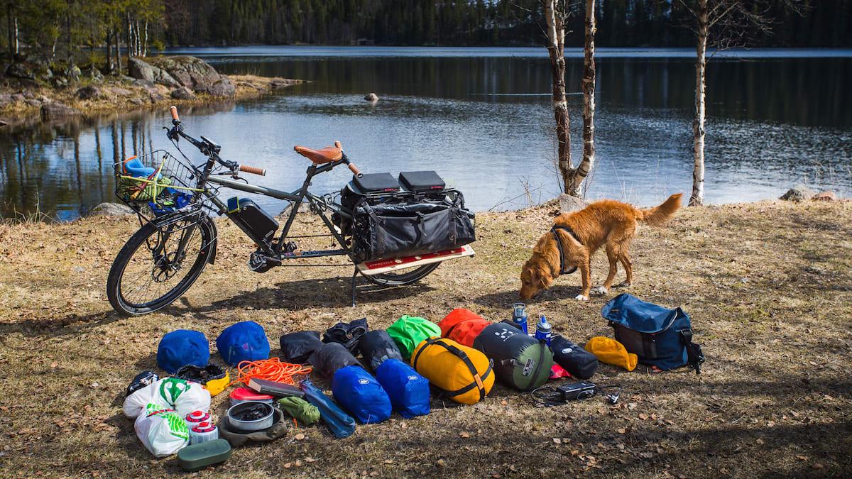 Longtailsykkelen og all bagasjen artikkelforfatteren fikk med seg inn i Marka. Foto: Geir Anders Rybakken Ørslien