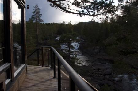 FOSSTOPP: En liten tur i skogen varer lengre når du legger inn en overnatting. Noen ganger er litt mer tid akkurat hva en familie trenger. Foto: Gunhild Aaslie Soldal