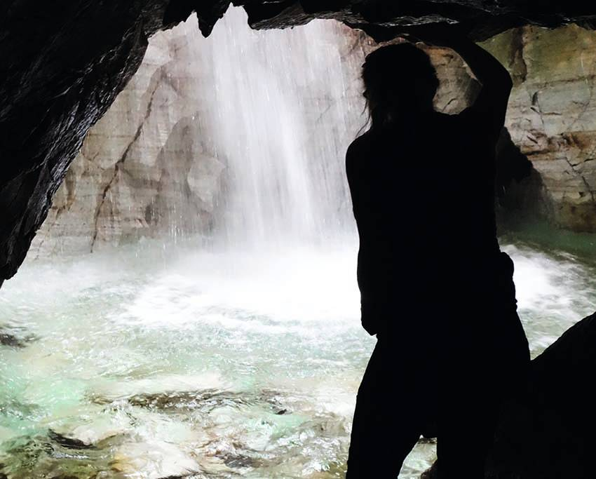TROLLKYRKJA: Er du på Nordmøre i løpet av sommeren, er det absolutt verdt å oppsøke kalksteinsgrottene du finner her. Foto: Helge L. Wangberg