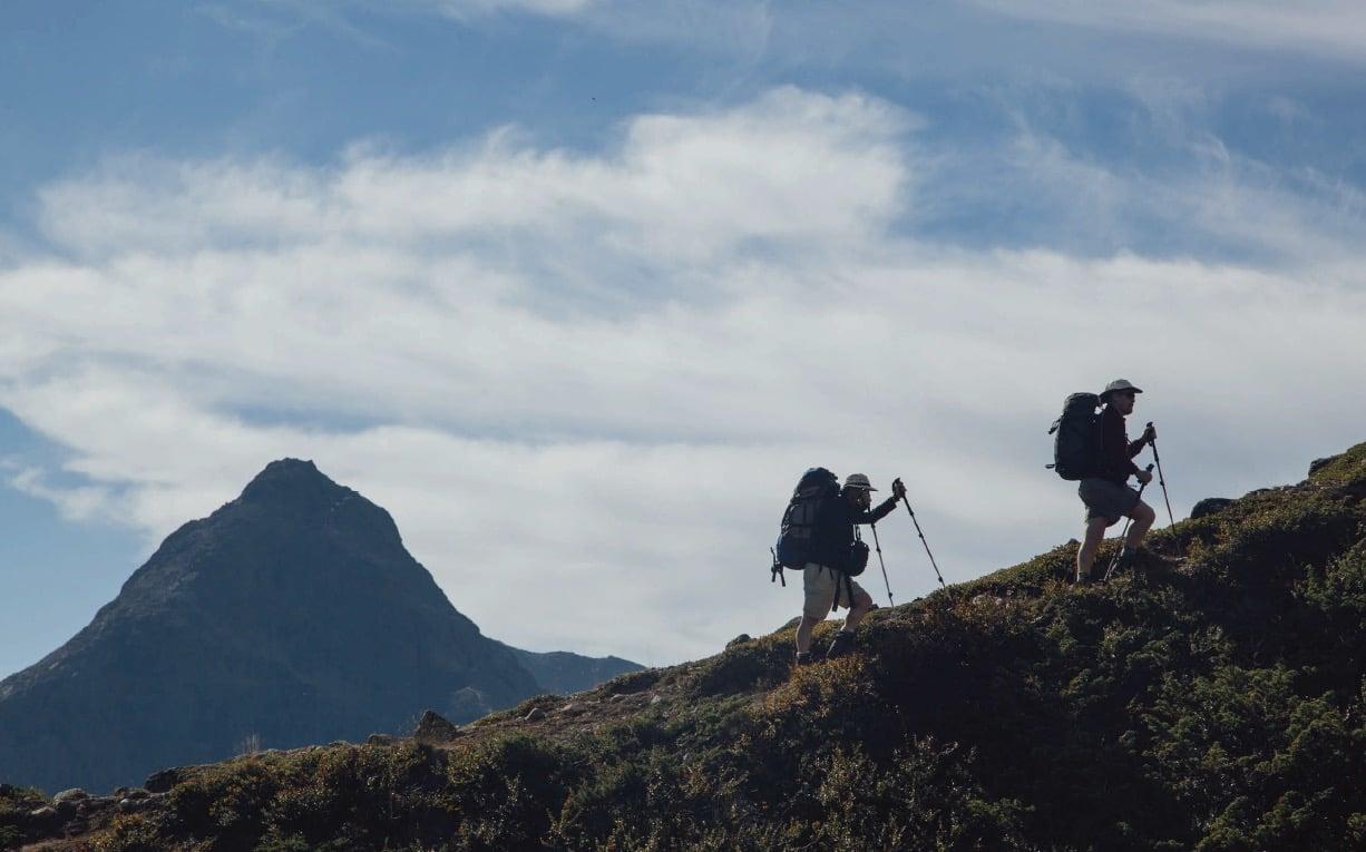 FØRSTEINNTRYKK: Våre irske venner er imponert over det dramatiske landskapet gjennom Jotunheimen.  Foto: Kieran Kolle