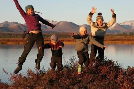 I serien møter vi møter Guro (15), Ida (12), Runa (9) og Narve (5). Foto: Lars Krempig